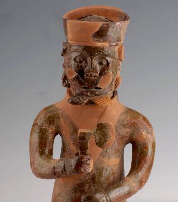 隨州市磚墓出土跪姿陶俑,陶俑背后刻有神秘字跡,可知漢代的秘密
