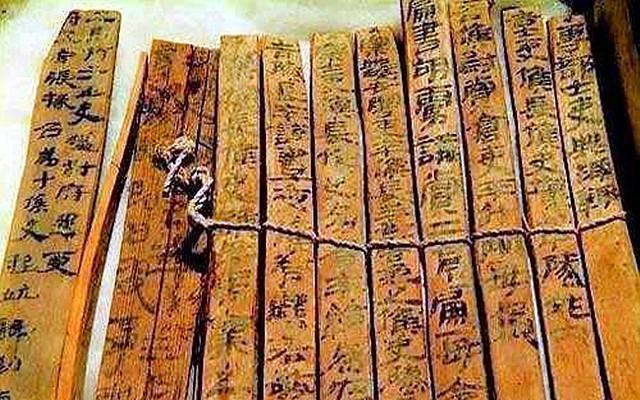 古墓出土2000多年前的家書,所寫人為秦朝士兵,其內容讓人落淚