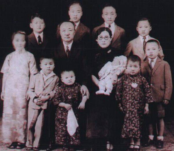 他被好友害死,妻子却心甘情愿成好友小妾,还为他生下10个孩子