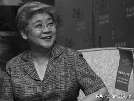她是慈禧的御用翻譯,清朝的公主,精通八國語言