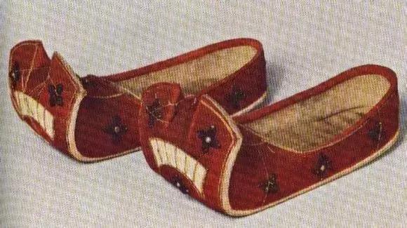 鞋尖上的秘密:古人穿鞋不分左右腳?鞋頭還能當做女子防身器?