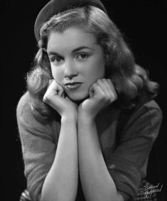 她是精神分裂癥患者的私生女,因為性感成為了好萊塢永久的巨星