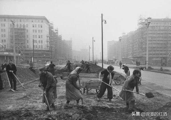 二戰后德國為何能重新崛起?三個小故事告訴你